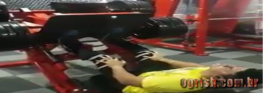 10-Homem quebra a perna ao levantar 400kg no legpress Ogrish