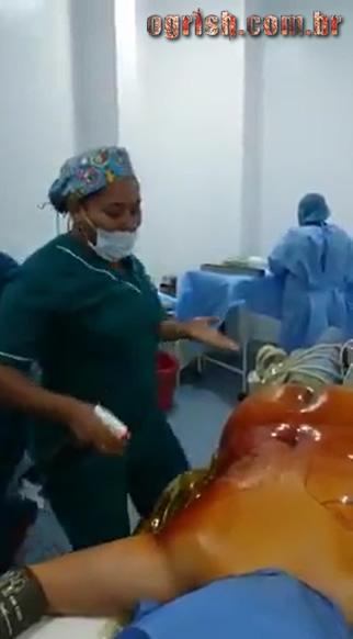 13-Enfermeiras tiram sarro de paciente baleado Ogrish-213-Enfermeiras tiram sarro de paciente baleado Ogrish-2